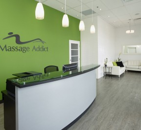 Massage Addict offers therapeutic massage in a warm and comfortable environment. (CNW Group/Massage Addict)
